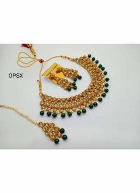 New Dark Green Pearls And Kundan Necklace Set