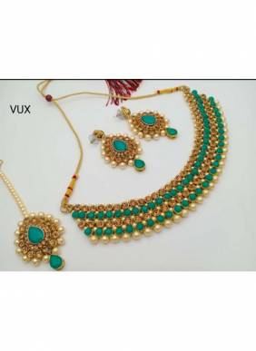 New Green Pearls And Kundan Necklace Set